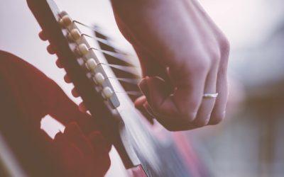 Muzyka do teledysku ślubnego 400x250 Artykuły