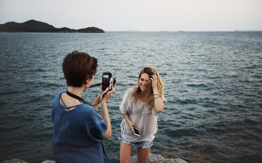 Jak wyglądać szczupło przed kamerą? Triki zamiast odchudzania